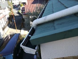 横浜市磯子区|雨樋亀裂部分からの水漏れ・調査依頼