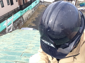 放置されることの多いアパートの屋根を調査|横浜市西区