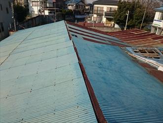二重にしてある屋根は雨漏りでボロボロです|横浜市旭区