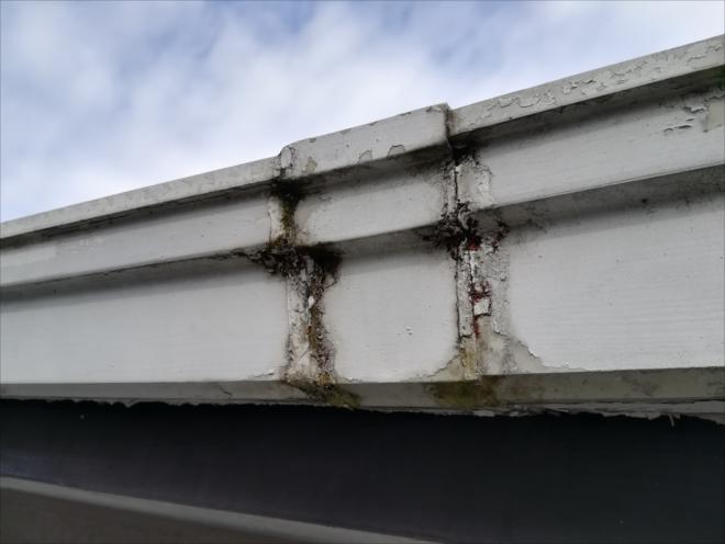 横浜市旭区|雨樋つなぎ目部分からの水漏れ、原因は経年劣化