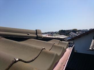 廃盤の屋根材かわらUは葺き替え工事が適切です|横浜市金沢区