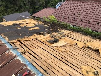 強風で捲れたトタン屋根を葺き替え工事で直します|川崎市多摩区