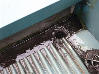 箱樋が詰まると雨漏りに直結します|横浜市旭区