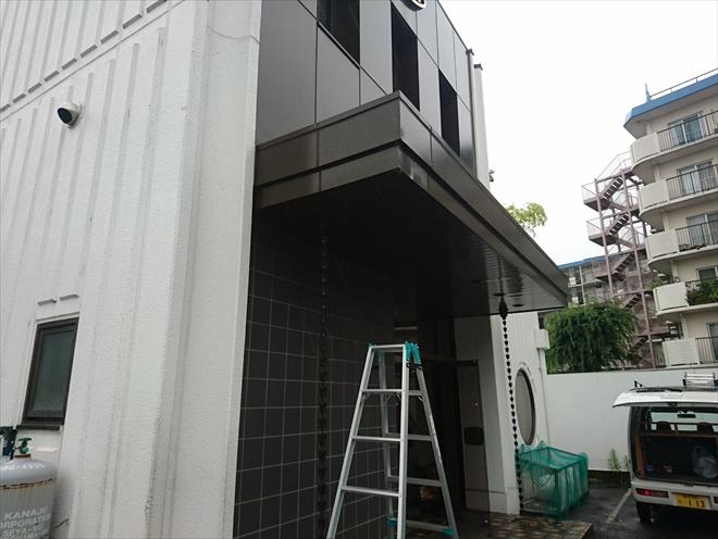 想定外の正面玄関上の破損 横浜市都筑区