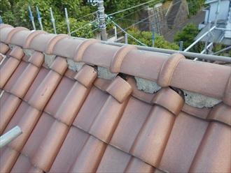 洋瓦屋根の棟瓦取り直し1