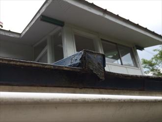 板金で造られている瓦棒葺き屋根の葺き替えの目安とは|横浜市西区
