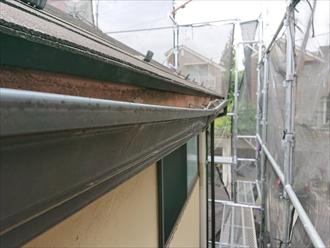 雨水が溜まり歪んでしまっていた雨樋の補修|横浜市港北区