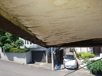 軒天のはがれは雨漏りのサイン|横浜市瀬谷区