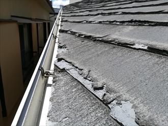 ボロボロの屋根材