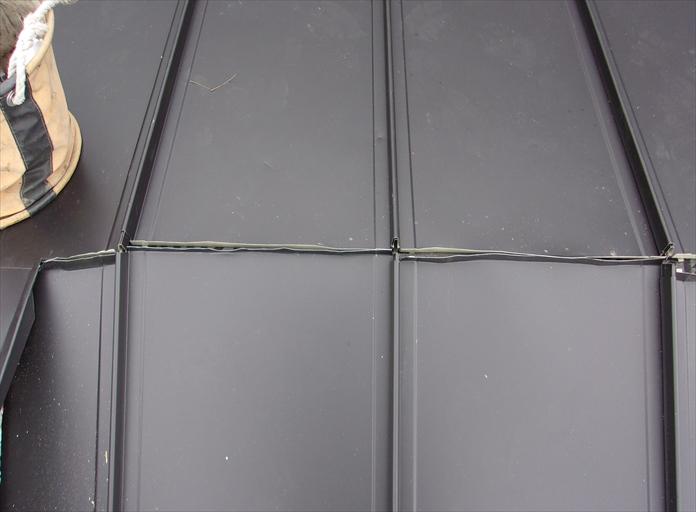 横浜市西区で使用できる屋根材が限られる低勾配な屋根を立平葺きへ葺き替え