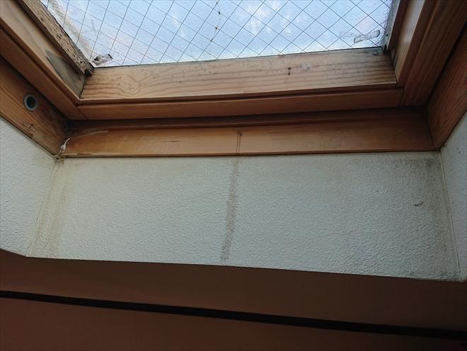 横浜市青葉区で台風によりベルックス製トップライト(天窓)から室内へ雨漏り、その原因とは?