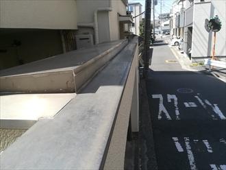 横浜市神奈川区にて、玄関廻りの擁壁笠木にガルバリウム鋼板を使ったカバー工事を行いました