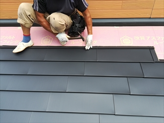 屋根カバー工事の様子