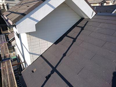 横浜市金沢区で天窓からの雨漏りをスレート屋根葺き替え(天窓撤去)で改善