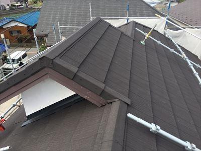 横浜市泉区にある腰葺きの越屋根をエコグラーニによる屋根葺き替え工事でメンテナンス