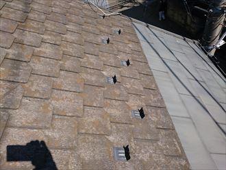 鋼板とスレートの屋根