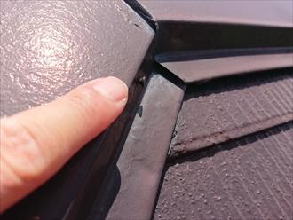 横浜市瀬谷区で訪問業者に指摘された棟板金の浮きを調査