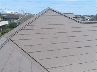 横浜市栄区で屋根の棟板金を調査、釘浮きの原因は下地(貫板)の劣化によるものです
