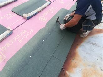 横浜市戸塚区にて錆で変色した瓦棒葺き屋根をコロニアルへ葺き替え