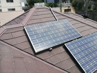 川崎市麻生区で築11年目の屋根調査、太陽光パネル周りのスレート材のひび割れが発覚