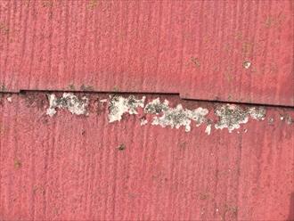 横浜市都筑区で化粧スレート屋根を調査、塗膜の剥がれた部分が多いののは傷み過ぎている証拠です