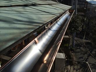 横浜市港南区で銅製雨樋の破損を調査、銅製や金属製の雨樋もお任せ下さい5