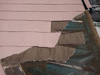 横浜市旭区にて台風被害、強風により棟板金とスレート屋根材の飛散