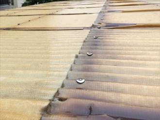 横浜市戸塚区で駐車場の屋根を調査、劣化してくるとかなり脆くなります