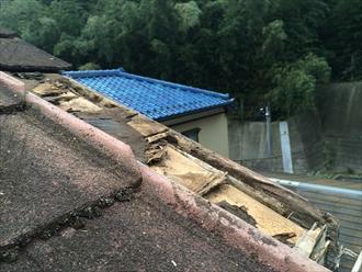 横浜市泉区で屋根を調査、築年数が経過すると周辺の関連箇所にも傷みが出てきます