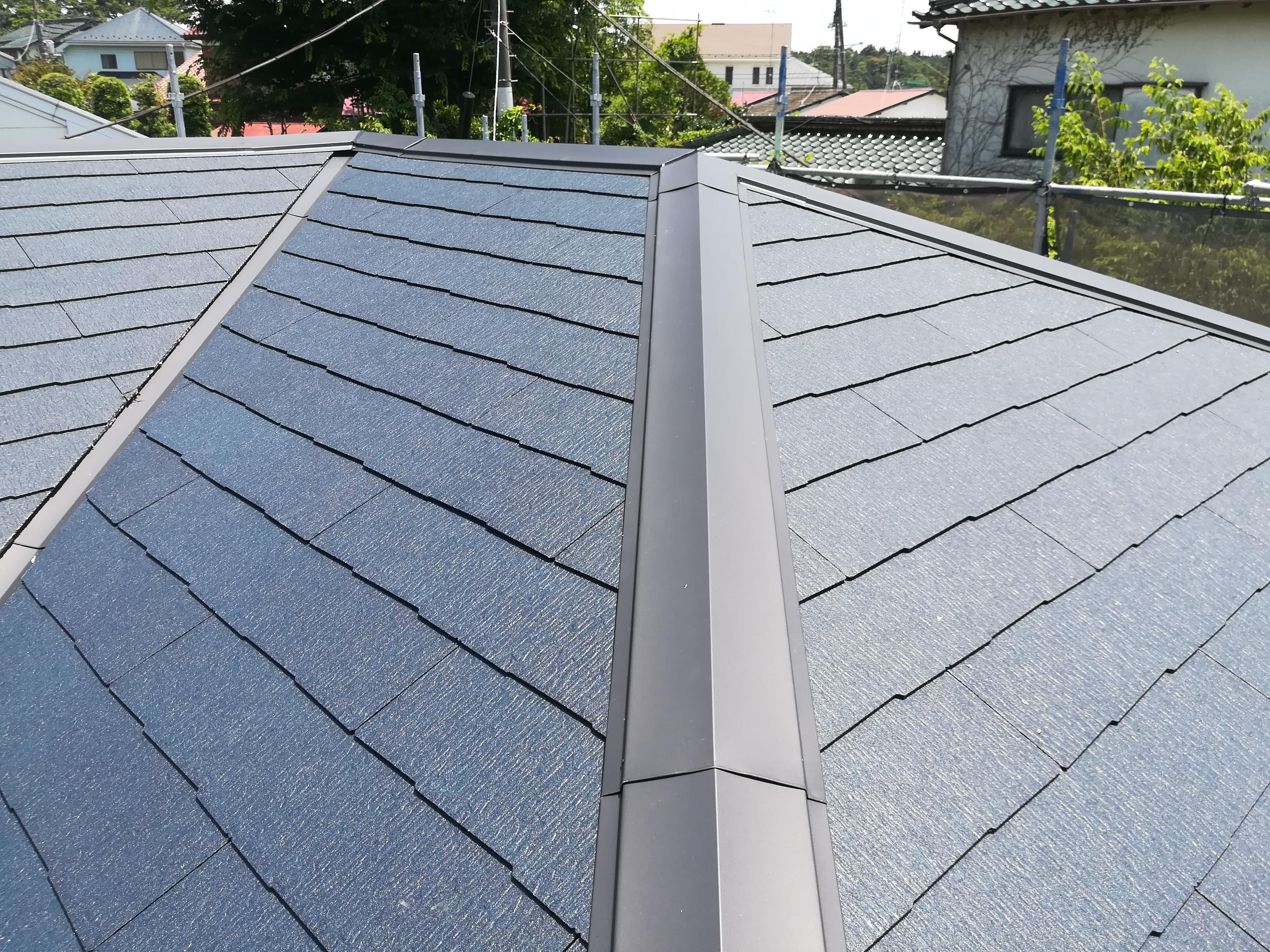 横浜市泉区にて築30年のお家の屋根をコロニアルクアッドで葺き替え、色はミッドナイトブルー
