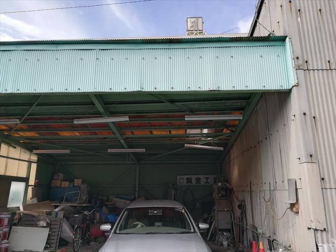 横浜市鶴見区の工場にて、波板トタン屋根の張替え工事の調査