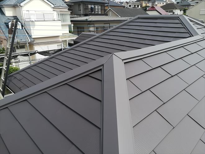 横浜市保土ヶ谷区にてガルバリウム鋼板「OZルーフ182」で屋根カバー工事
