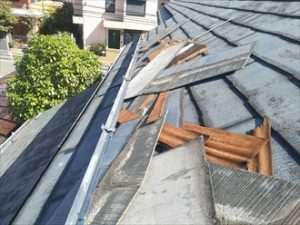 屋根材(スレート)の飛散状況