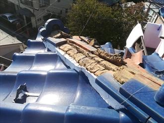 横浜市保土ヶ谷区で屋根瓦の落下調査、棟部倒壊は銅線のゆるみが原因の一つ