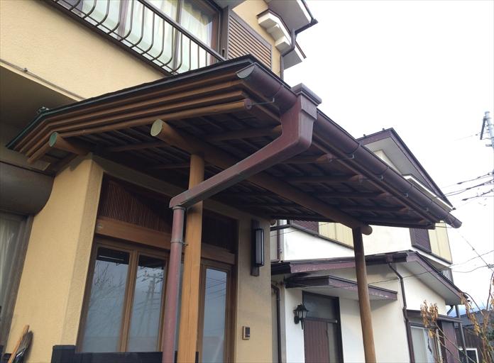 横浜市中区で以前に交換した銅製雨樋の色がいい感じに変わってました3