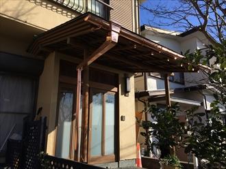 横浜市中区で以前に交換した銅製雨樋の色がいい感じに変わっていました