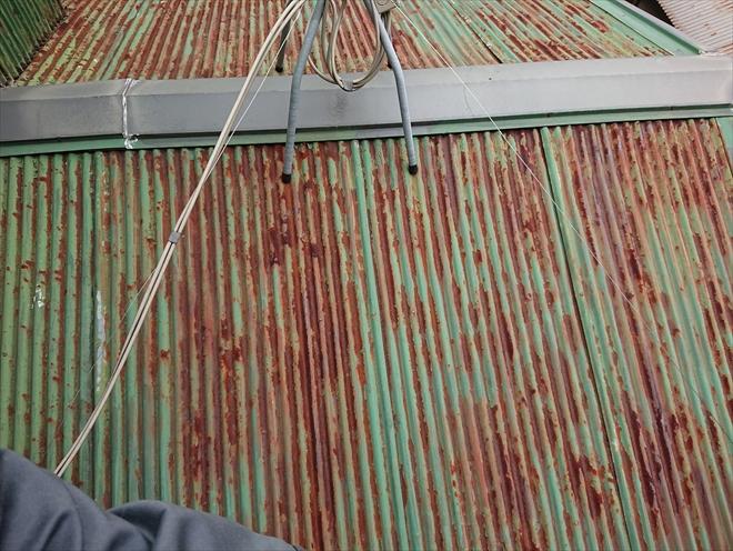 横浜市神奈川区で賃貸物件のオーナー様より錆びてしまった屋根改修のご相談