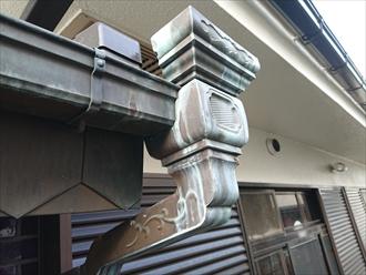横浜市旭区にていい具合に緑青(ろくしょう)が吹いていた銅製雨樋の破損