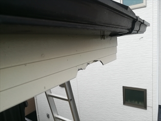横浜市鶴見区にて台風の二次災害による破風板破損の調査