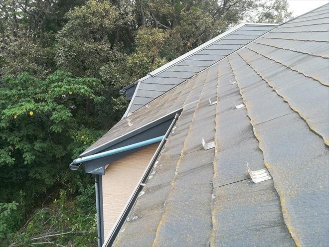 屋根全体の劣化が窺えます