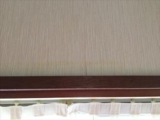 横浜市港南区で雨漏り調査、出窓霧除けの破損が原因でした1