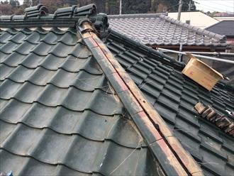 横浜市保土ヶ谷区で瓦屋根工事、雪に備えて雪止め金具も設置しました1