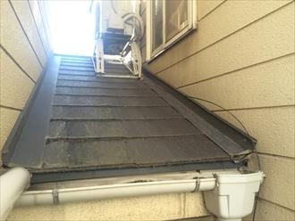 横浜市戸塚区の屋根調査、お隣様と屋根が繋がっている場合はお隣様も葺き替え工事が必要です2