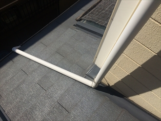 横浜市戸塚区の屋根調査、お隣様と屋根が繋がっている場合はお隣様も葺き替え工事が必要です3