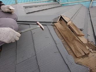 横浜市青葉区若草台にて棟板金交換工事中、調査時にはわからなかった貫板の傷みが判明