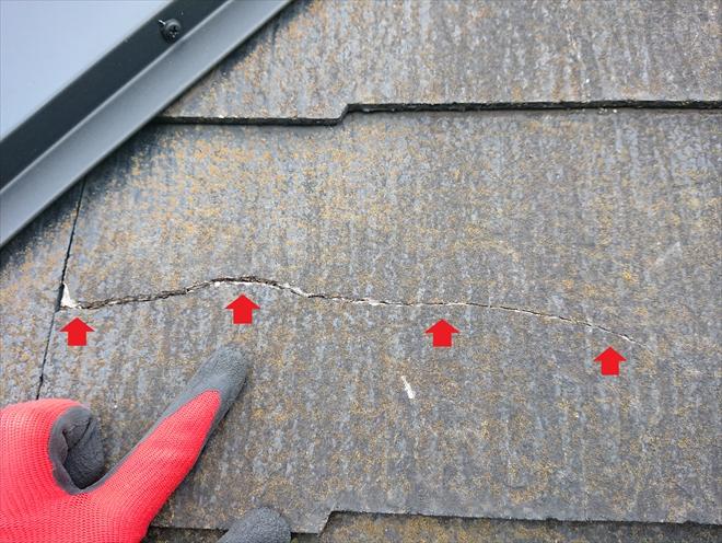横浜市港南区下永谷にて屋根調査、多くのクラックや欠けが見られる屋根材コロニアルネオにはカバー工法か葺き替えでリフォームしましょう