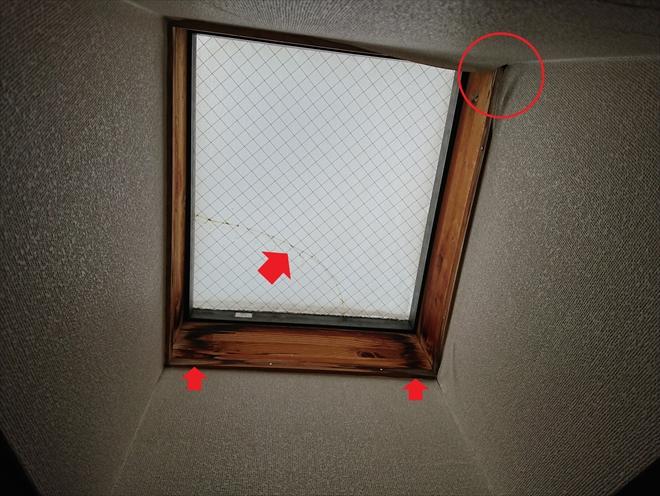 川崎市川崎区小杉陣屋町にてスーパーガルテクトを用いた屋根カバー工事、雨漏りの原因だったトップライト撤去の様子