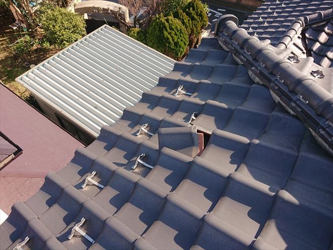横浜市旭区万騎が原にて屋根調査、いつからズレていたかわからない日本瓦屋根の様子