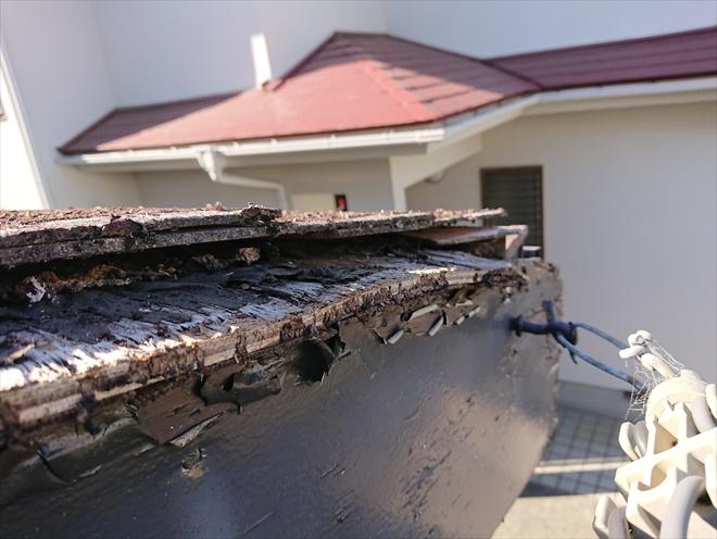 座間市さがみ野にて屋根調査、塗装せず20年以上経過したコロニアル屋根の傷みとは