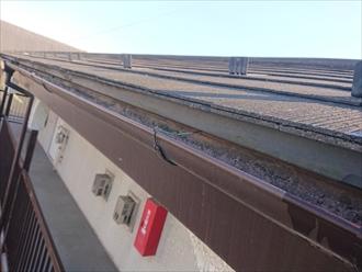 錆も出る針金で固定しているので限界があります。築年数が経つと雨樋だけではなく支持金具自体も経年劣化しますので交換が必要です